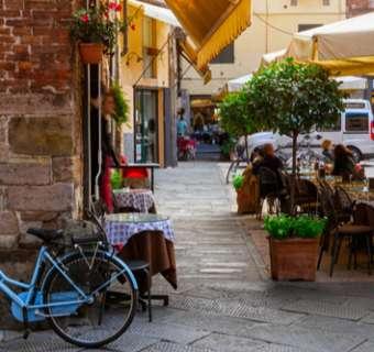 restaurant scene Italy