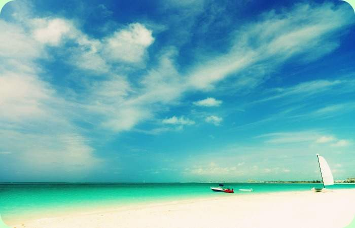 grace-bay-beach-at-providenciales-on-turks-and-caicos-islands-with-filter
