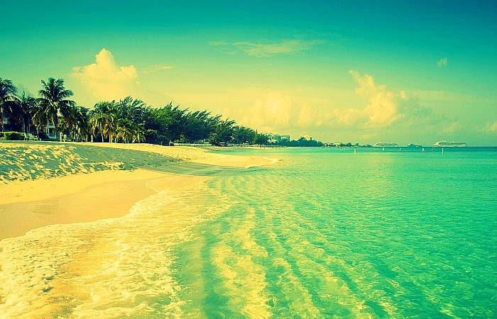 seven-mile-beach-on-grand-cayman-island-cayman-islands-with-filter