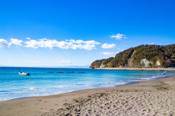 Blue Flag Yuigihama beach featuring a boat Japan, near Tokyo