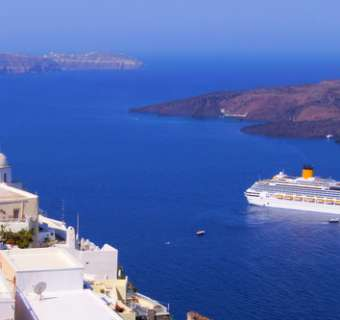 Cruise ship in Fira