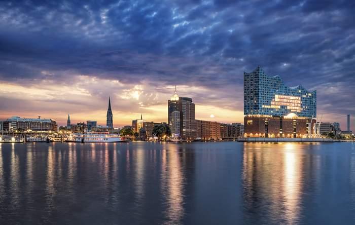 Hamburgh skyline featuring Elbphilharmonie