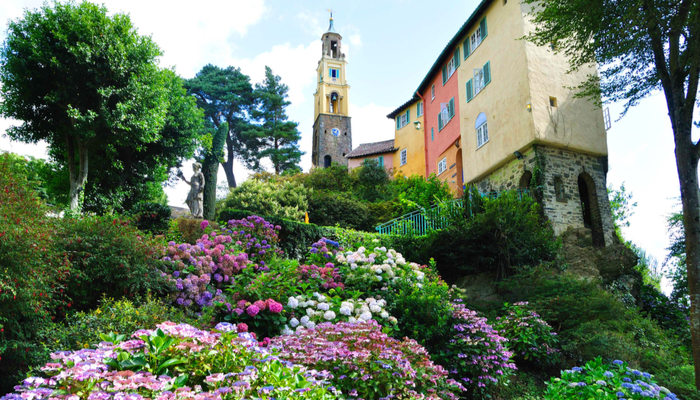 picture of the colourful town of Portmeirion