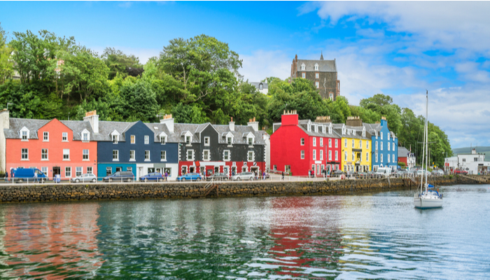 picture of the waterfront in Tobermory