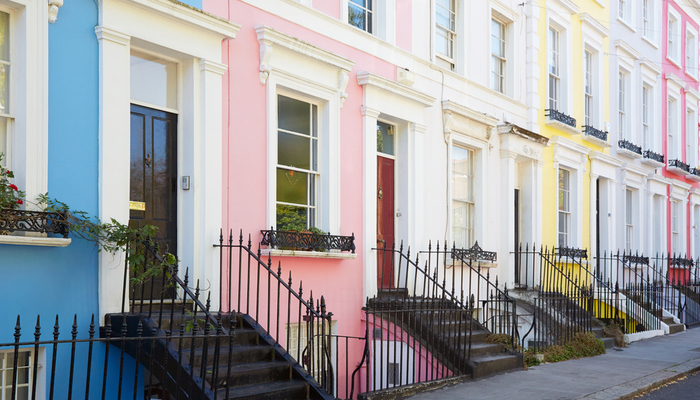 picture of pastel-coloured houses in Notting Hill